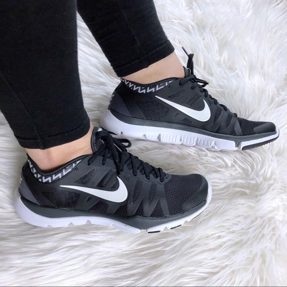 Examinar detenidamente Dispersión vecino  Nike Shoes | Flex Supreme Tr 3 Womens Black White Sneaker | Poshmark